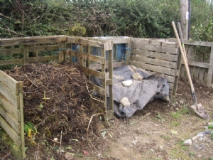 Compost sorted - all nice and tidy!
